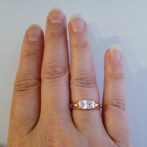 fstepka Jewelry - 18k Rose Gold Horizontal Filigree Band